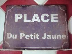 """Plaque émaillée façon plaque de rue bleue """"Place du petit jaune"""", aspect rétro"""