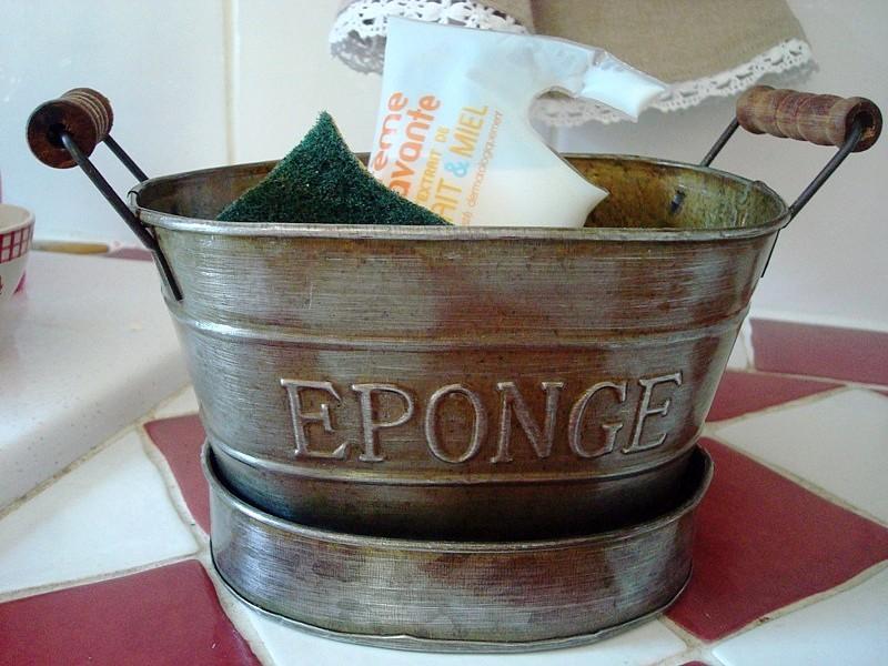 deco zinc cette bassine porte savon porte ponge d co cuisine r tro. Black Bedroom Furniture Sets. Home Design Ideas