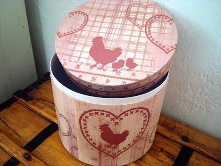 Boîte de rangement coeurs et poule dans les tons de rouge, décoration coeur