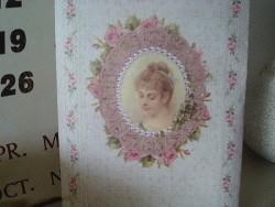 Pochette senteur de roses médaillon femme