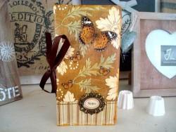 Carnet de notes fantaisie aux papillons et médaillon