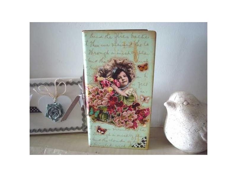 Carnet de notes rétro fillette aux papillons, ambiance de charme