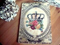 Carnet de notes fantaisie au bouquet de roses couronnées