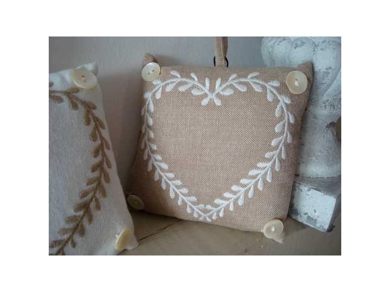 Coussin marque porte carré coeur blanc