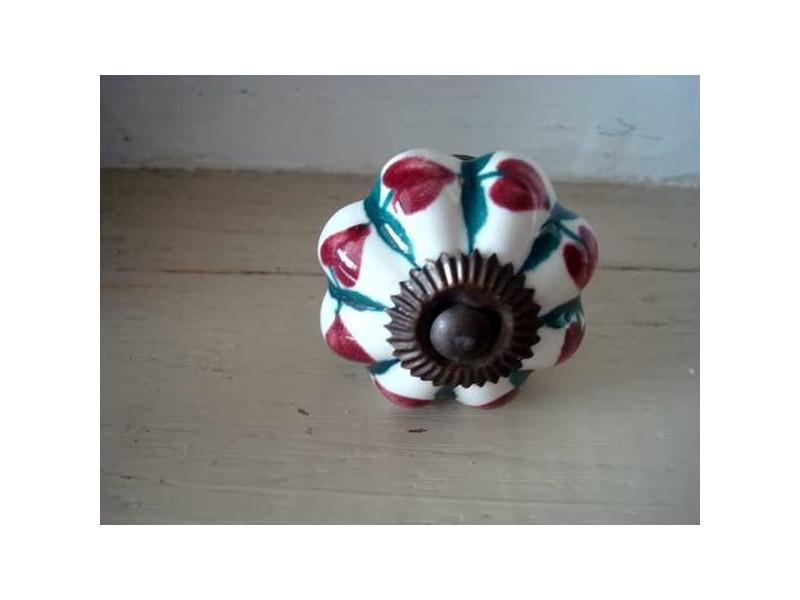 Bouton de porcelaine festonné coeur rouge