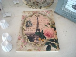 Grand carnet de notes fantaisie rose et Tour Eiffel