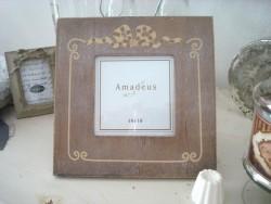 Cadre photo carré en bois décoré d'un ruban