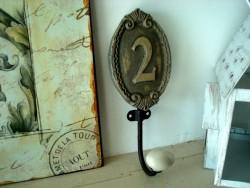 Patère murale style ancien et sa boule de porcelaine n°2