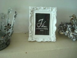 Mini cadre photo rectangulaire en résine blanche