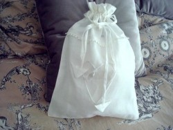 Sac à linge en coton blanc au coeur perlé style rétro