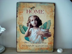 "Plaque murale fillette papillon ""Home"""