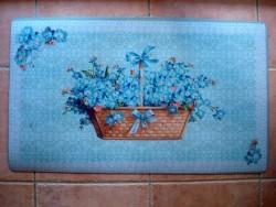Tapis de sol décoré d'un panier et de fleurs bleues