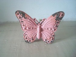Bouton de porte en forme de papillon vieux rose