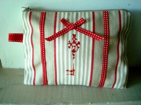 Pochette de sac clé rouge, création Déco à Coeur
