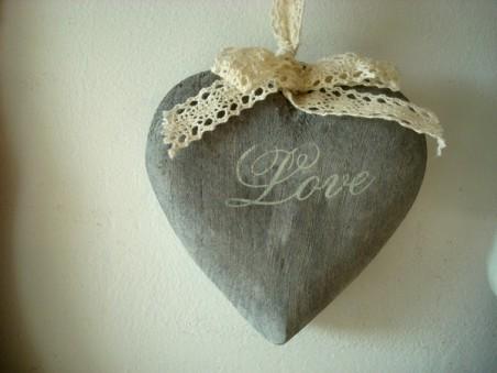 """Suspension coeur en bois gris """"Love"""""""
