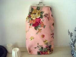 Etui à lunettes rose à fleurs