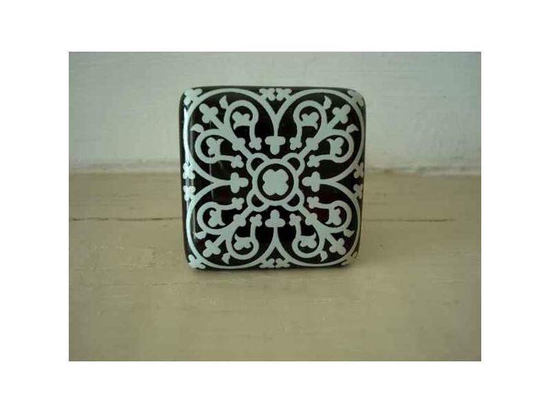 Bouton de porte en porcelaine noir aux arabesques blanches