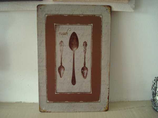 Plaque d corative m tal aux cuill res anciennes for Plaque metallique cuisine