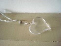 Suspension coeur transparent