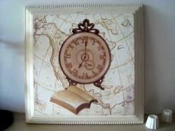 Tableau rétro à l'horloge et au livre ouvert