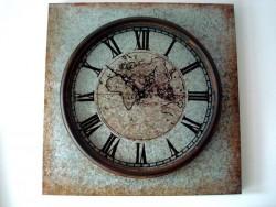 Horloge murale rétro au fond de mappemonde