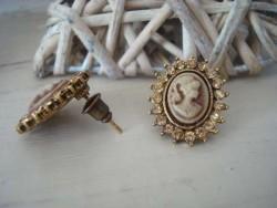 Boucles d'oreilles puce façon camée beige