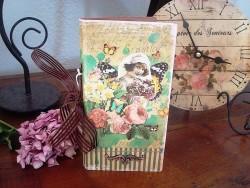Carnet de notes fantaisie au décor femme, roses et papillons
