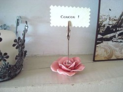 Porte photo cosy en forme de rose rose