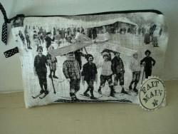 Pochette de sac aux skieurs, accessoire de mode cosy