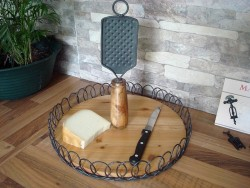 Plateau à fromage en bois et métal style campagnard
