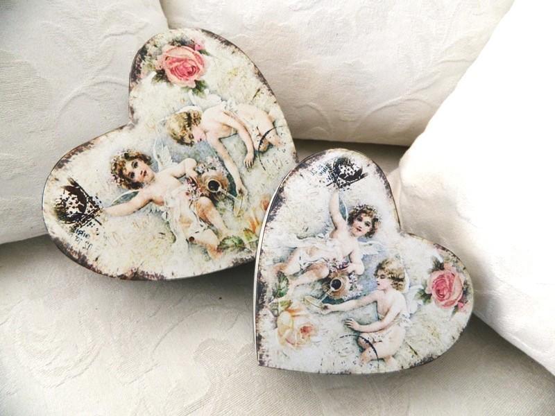 Ensemble de deux boites au décor anges et roses, style Gustavien