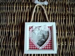 Cadre photo carré au coeur en dentelles