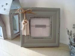 Cadre photo carré gris avec breloque clé style rétro
