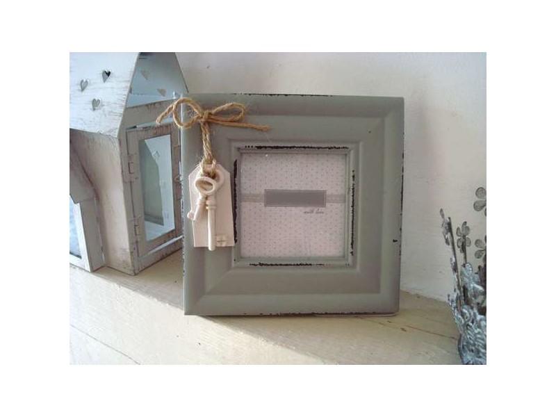 Cadre photo carré gris avec breloque clé, déco rétro