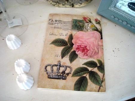 Grand carnet de notes fantaisie orné d'une rose et d'une couronne