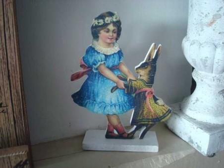 Décoration fillette en robe bleue et lapin, ambiance cosy