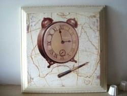 Cadre à horloge et au stylo plume, ambiance rétro