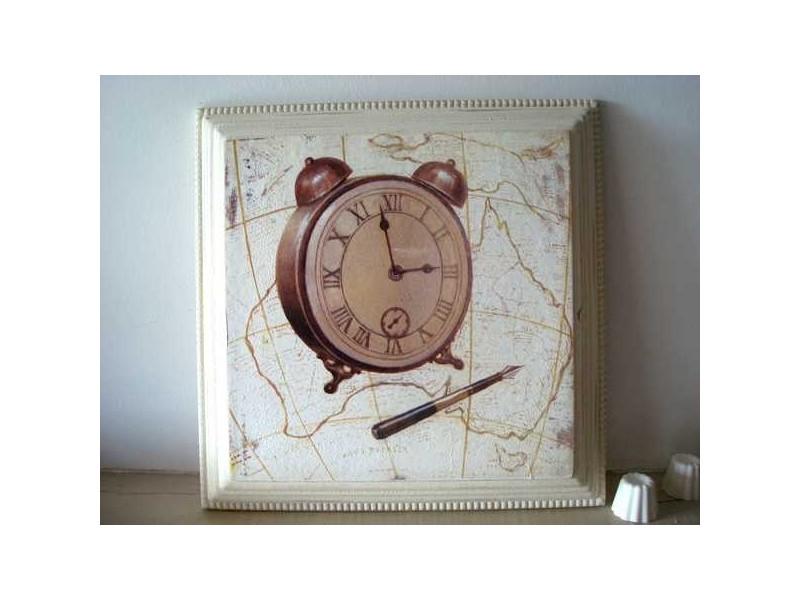 Cadre à horloge et au stylo plume, style rétro