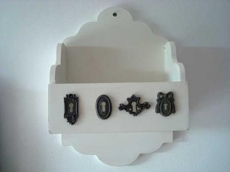 Petite étagère murale blanche ambiance chic et charme
