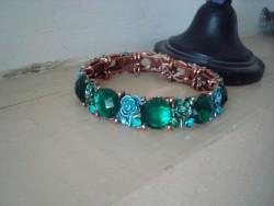 Bracelet vintage aux médaillons verts émeraude