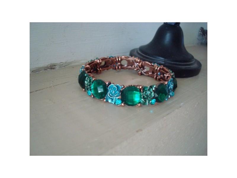 Bracelet fantaisie vintage aux médaillons verts émeraude