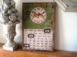 Horloge murale et calendrier perpétuel style rétro