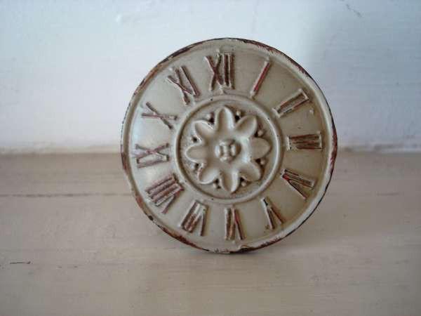 Bouton de porte orn d 39 une horloge ancienne d co r tro - Boutons de meubles originaux ...