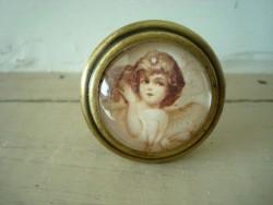 Bouton de porte de meuble décoré d'un ange