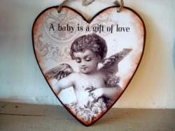 Suspension coeur décorée d'un ange, ambiance cosy