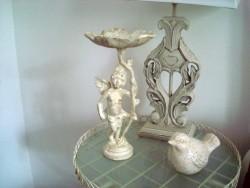 Statuette angelot en fonte blanche, style gustavien