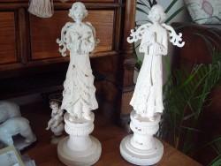 Statue ange aux mains jointes en bois sur un air gustavien