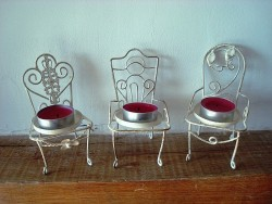 Ensemble de 3 portes noms et bougeoir en forme de chaise, ambiance cosy