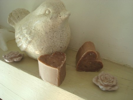 Duo de savons senteurs en coeurs couleur vieux rose pour salle de bains