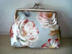 Porte monnaie original aux fleurs et papillon rétro